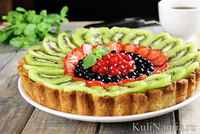 Тарт с миндальным кремом и ягодами