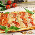 Пирог с моцареллой и помидорами «а-ля Капрезе»
