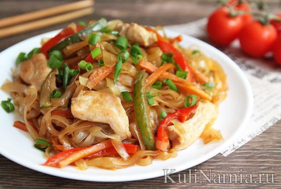Рисовая лапша с курицей и овощами