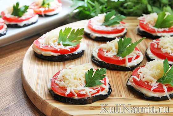 Жареные баклажаны с помидорами и чесноком