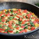 Фриттата с овощами и колбасой