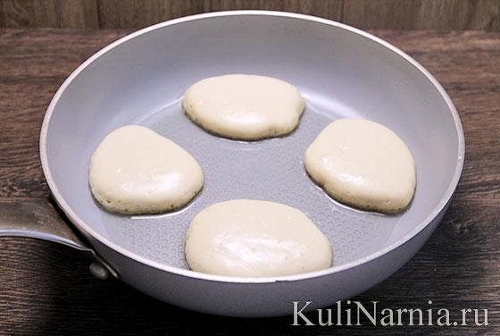 Дрожжевое тесто для блинов на молоке с дырочками