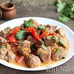 Тушеное мясо с подливкой и овощами