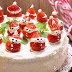 Бисквитный торт с клубникой и маскарпоне «Снеговики»