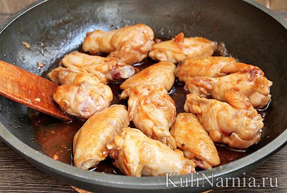 Куриные крылья на сковороде