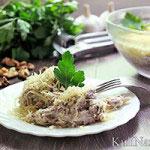 Салат с вареной говядиной и орехами