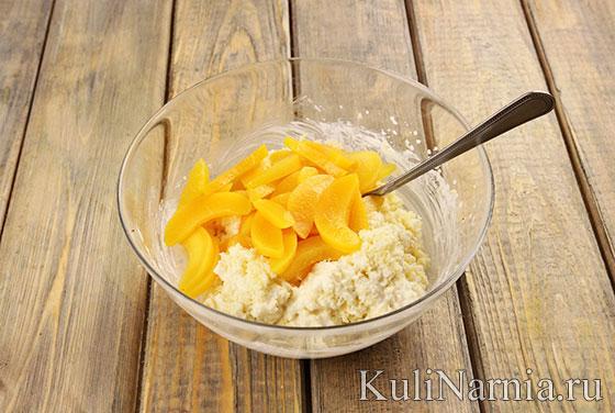 Рецепт бисквитного пирога с персиками