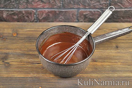 Пирожное с шоколадной глазурью