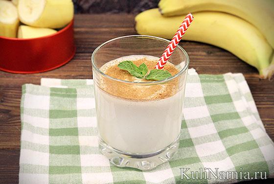 Смузи с творогом и бананом в блендере
