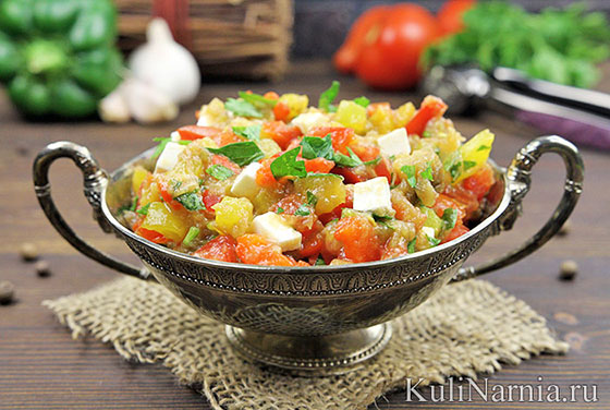 Салат с баклажанами помидорами и перцем