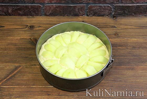 Пирог с яблоками на сметане с фото