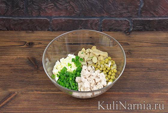 Салат с курицей и маринованными грибами с фото