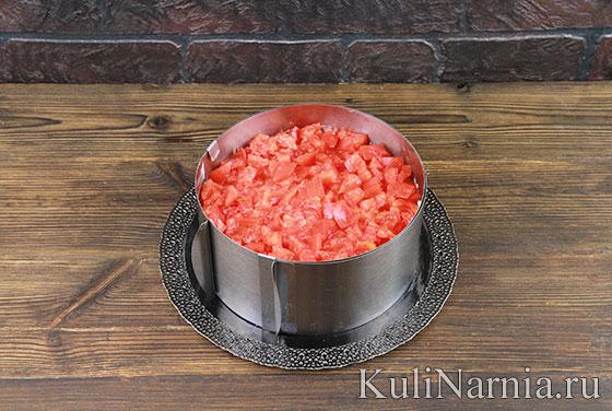 Салат Красная шапочка с помидорами и курицей