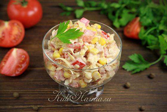 Салат с кукурузой и копченой курицей