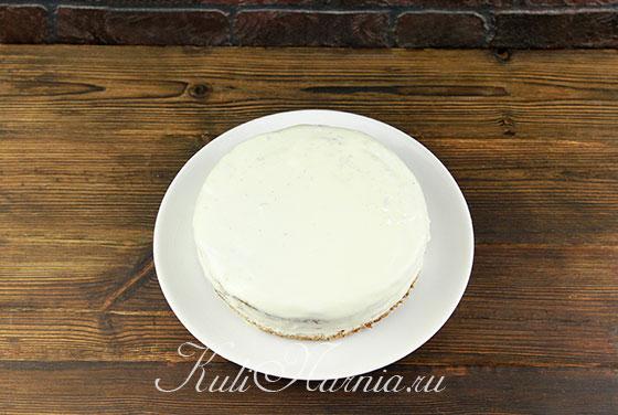 Бисквит обмазан сметанных кремом