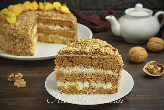 Медовый бисквит для торта в разрезе