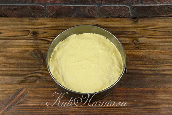 Выкладываем медовое тесто в форму