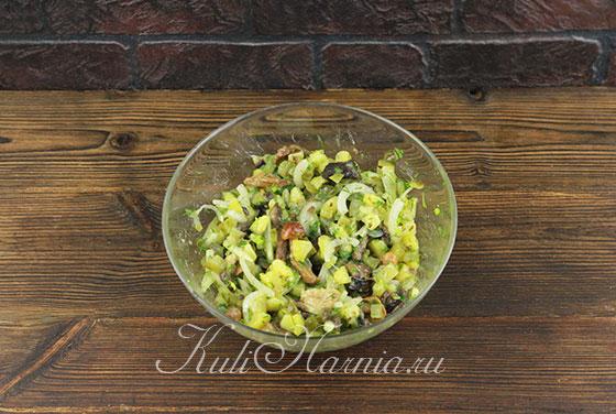 Добавляем в салат растительное масло