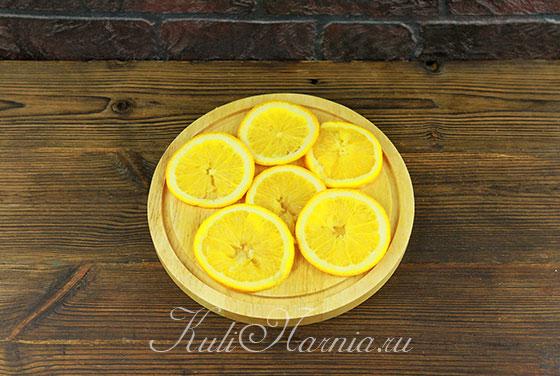 Нарезаем апельсины тонкими кружками