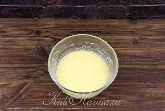 Вмешиваем масло в яичную смесь