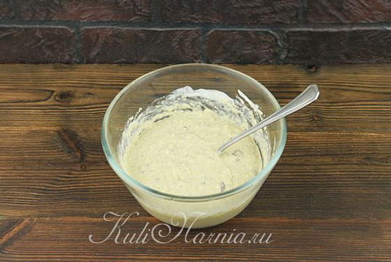 Перемешиваем тесто для овсяных кексов