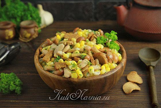 Постный салат с консервированной фасолью и грибами