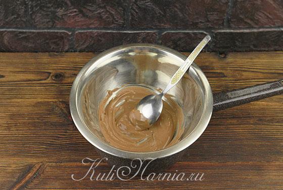 Растапливаем шоколад для заварной творожной пасхи