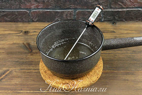 Варим сироп для глазури для творожного кулича