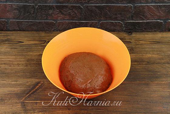 Замешиваем тесто для шоколадных куличей