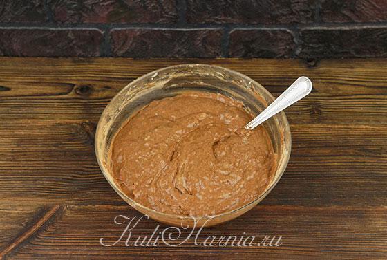Добавляем сухие ингредиенты к масляной смеси