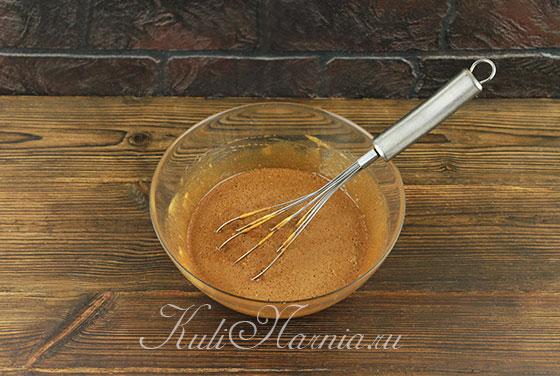 Перемешиваем шоколадно-медовый состав