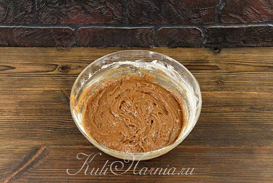 Перемешиваем тесто для торта Спартак