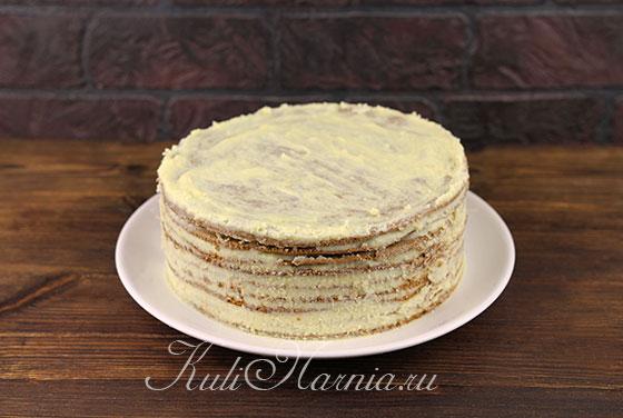 Промазываем бока торта кремом