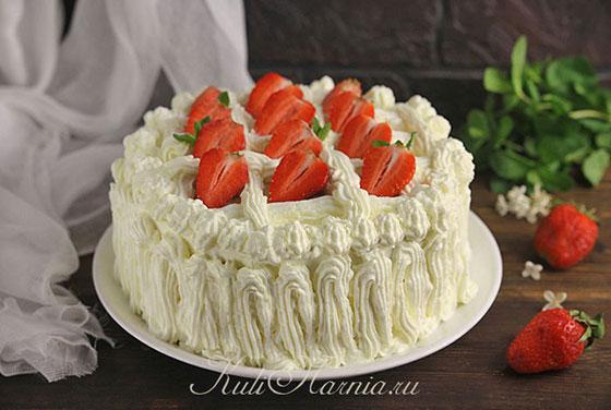 Украшаем торт Клубничный поцелуй