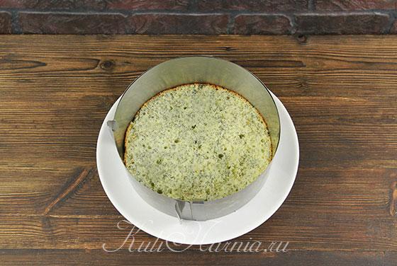 Выкладываем маковый корж для торта