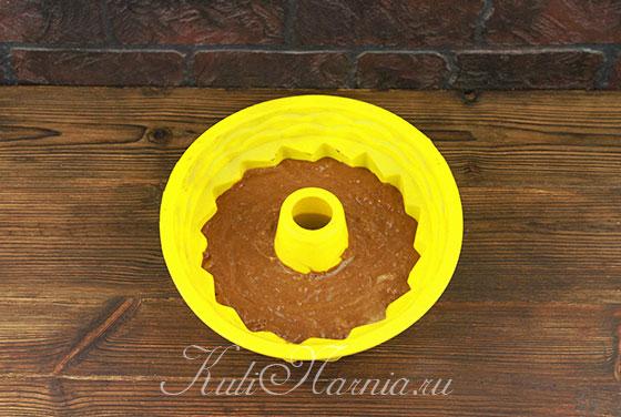 Выкладываем шоколадно-банановое тесто в форму