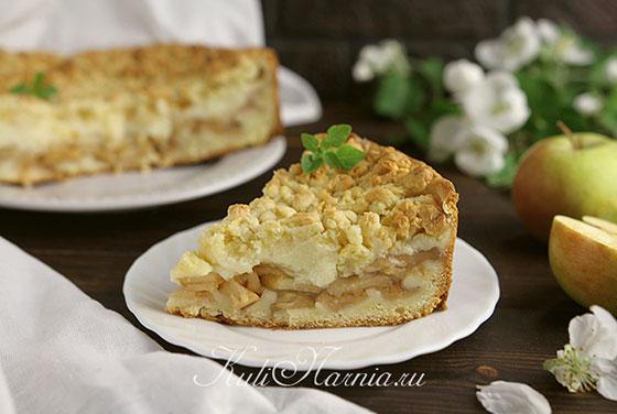Яблочный пирог с кремом в разрезе