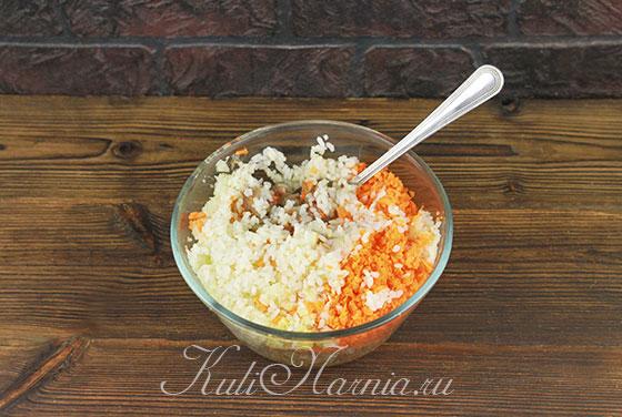 Рис  отвариваем и добавляем к мясной смеси