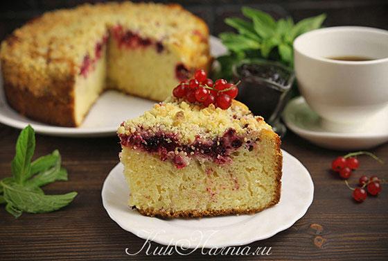 Пирог на кефире с ягодами готов