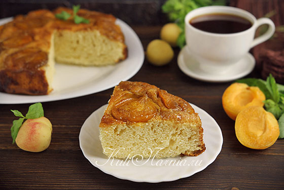 Пирог с абрикосами готов