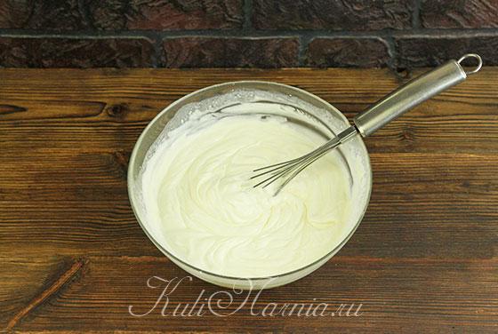 Добавляем сливки к сливочному сыру