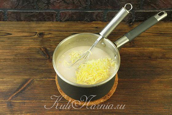 Натираем сыр в соус