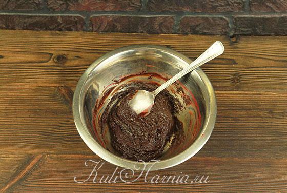 Перемешиваем шоколадно-малиновую смесь