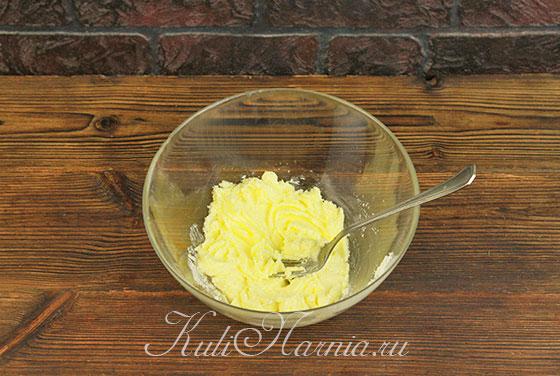 Растираем сливочное масло с сахаром