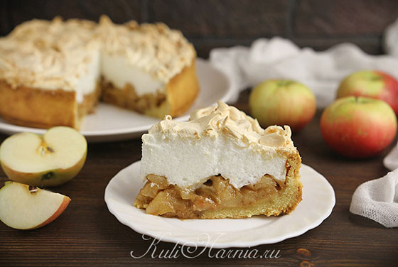 Яблочный пирог с меренгой готов