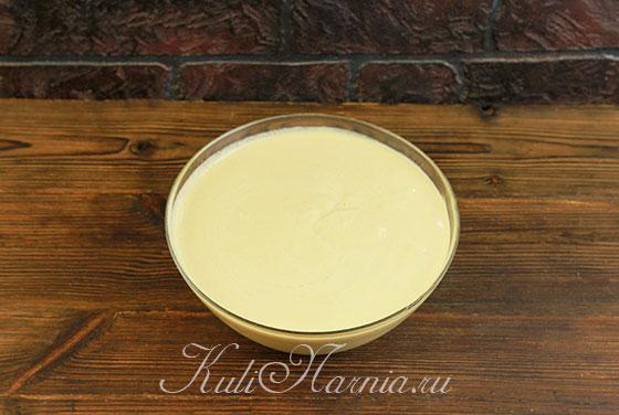 Добавляем в крем яблочное пюре и перемешиваем