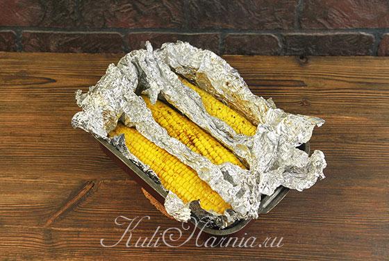 Отправляем кукурузу в фольге в духовку