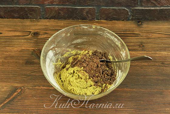 Порубленный шоколад добавляем в миску