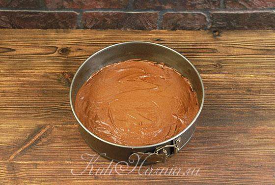 Выпекаем корж для торта с черной смородиной