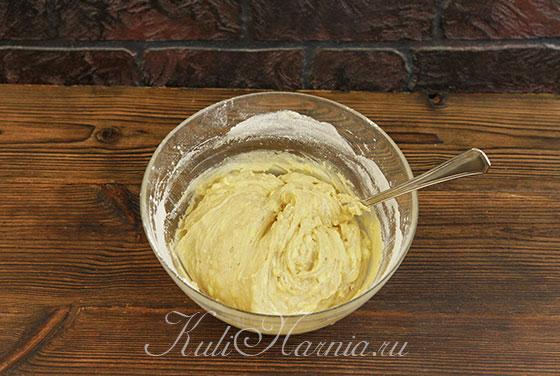 Замешиваем тесто для яблочного торта